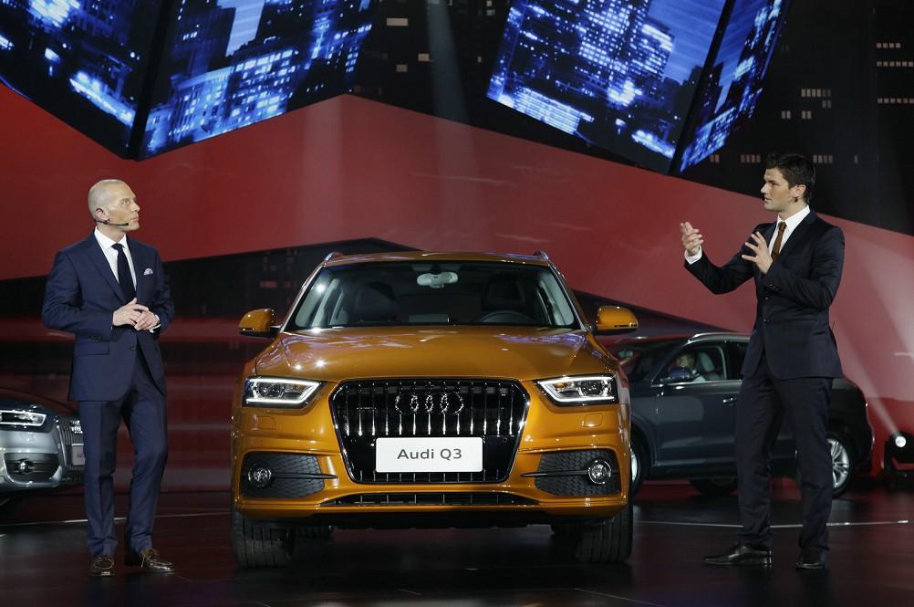 一汽-大众奥迪销售事业部总经理薄石先生与德国设计师Bjoern Wehrli介绍Q3的动感设计