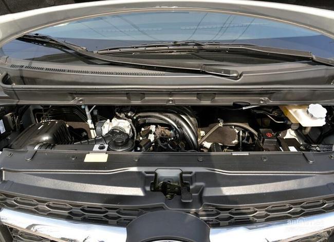 动力方面,瑞风M3将搭载1.6L和2.0L两款发动机,其中1.6L发动机最大功率为120马力,峰值扭矩150牛·米,工信部公布其综合油耗为7.8L/km;而另一款2.0L发动机最大功率为143马力,峰值扭矩180牛·米。传动方面,与发动机匹配的将是5速手动变速箱。    新车背景   我们曾在2014年1月曝光过一款江淮全新MPV车型的路试谍照,直到2014年北京车展,这款车型正式发布,并冠以瑞风M3的名称,新车的尺寸相比瑞风M6等江淮传统的MPV更小,定位也更低。而在2
