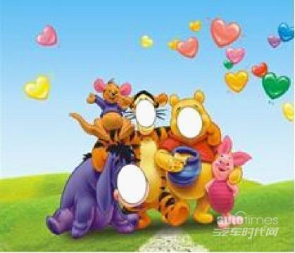 打扮奇特,的小丑用气球现场变幻出各种活灵活现小动物,花卉等现场赠送