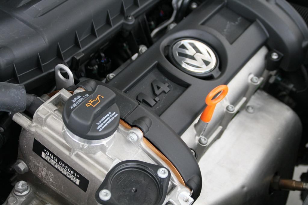 动力部分,新POLO分别搭载了1.4L和1.6L两种排量的发动机。其中,1.4L发动机最大输出功率为63kW,最大扭矩为132Nm;1.6L发动机最大输出功率为77kW,最大扭矩为155Nm。与之匹配的是5速手动和6速手自一体变速箱。 北京鼎鑫胜4S店全体员工期待您的光临,您的满意是我们服务的宗旨。 本店营业时间:早上(8:30)至下午(5:30)节假日周末不休息。 《诚信企业》《诚信营销》《诚信榜样》 全国免费咨询购车热线:13311259493(房经理) 我们的服务宗旨:《真诚服务、最求卓越、不断进