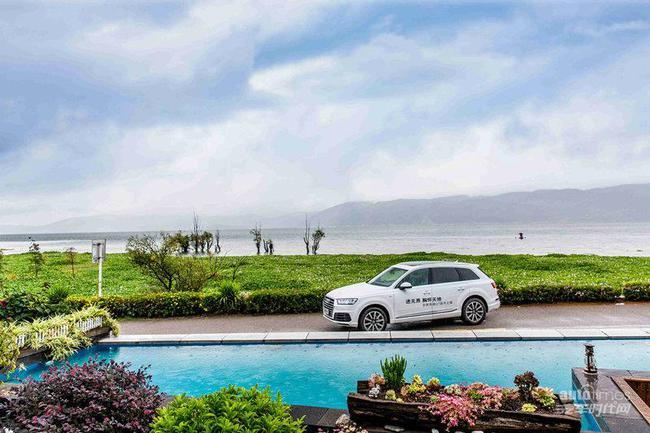 全新奥迪q7成为美丽洱海畔又一道风景