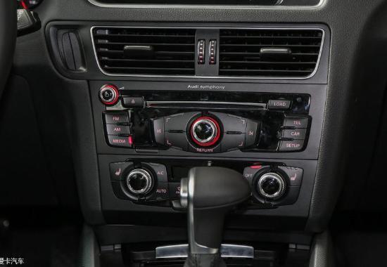 内饰方面,奥迪的内饰风格已经非常熟悉了,精致而富有品味几乎成了它的代名词,Q5自然也不例外。哑光质感的桃木条显的高档而不庸俗,感觉坐进Q5不像坐进了SUV,而是坐在一辆豪华轿车里面。Q5的中控台则采用驾驶者导向设计,位于中控台最上部的MMI系统大型液晶显示屏, 全国销售热线:18210075433张经理参与活动来店购车可享受2000元油卡