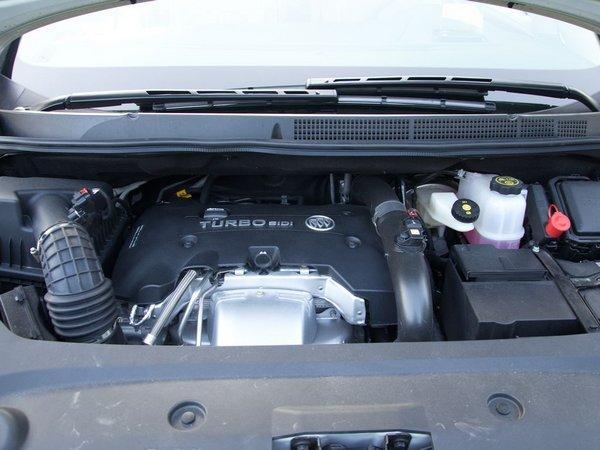 [2017款别克GL8双十一优惠 2017款别克GL8最新报价配置及图片]动力方面,别克GL8的动力选择就更为丰富,它提供2.4L和3.0L两款发动机,每个排量均有两款车型。其中GL8的2.4L发动机功率为186kW /6200rpm,最大扭矩为240Nm4800rpm;3.0L发动机的最大功率为258kW/6800rpm,最大扭矩为290Nm /5200rpm。两种发动机搭配的都是6速手自一体变速箱。 本店承诺:   1.