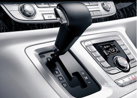 广州国际车展启幕 大通G10 PLUS vs传祺GM8对决
