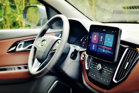 【vwin德赢平台新闻通稿】智控未来 驾驭随心—试驾一汽森雅R7智能网联版618.png