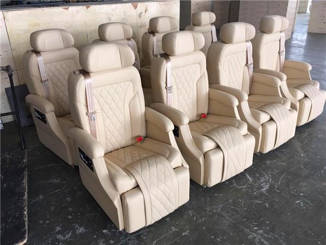 福特新全顺改装座椅 内饰翻新 无锡汽车改装厂