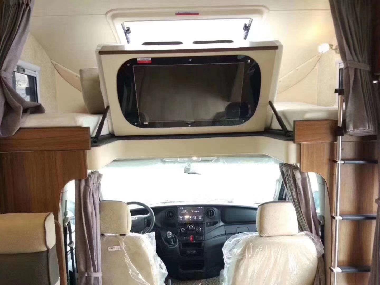 不同设备配套,内部豪华内饰多种改装方案 国产依维柯房车厂家 许经理