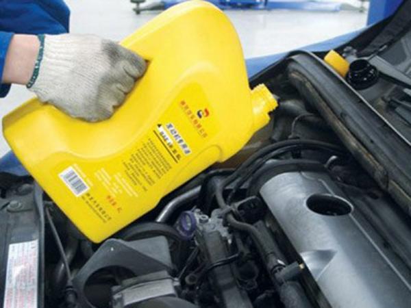 汽车发动机保养常识 切忌及时-更换机油