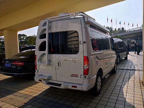车门联动电动踏步,音响系统,电路及电器控制系统,外接220v市电接口