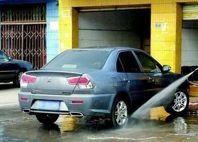 """夏季雨水多 汽车养护雨水""""洗车""""要不得"""