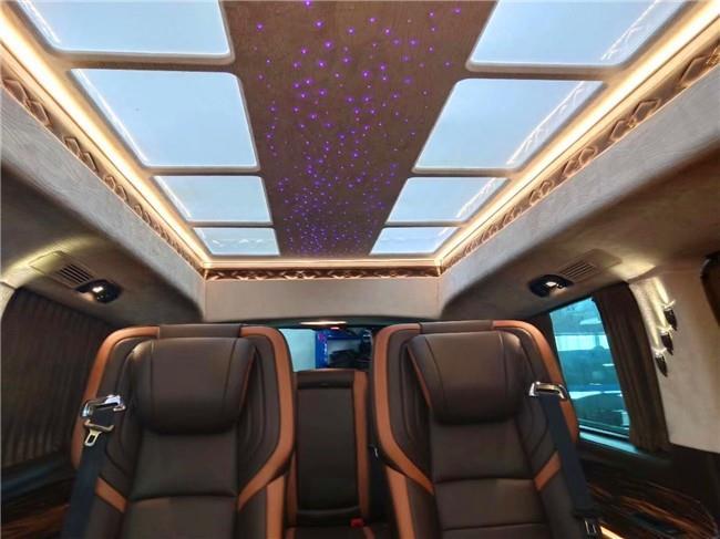 福建奔驰威霆商务车改装内饰和座椅图片