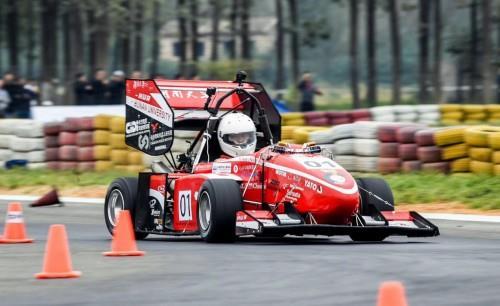 哪吒N03亮相中国大学生无人驾驶方程式大赛