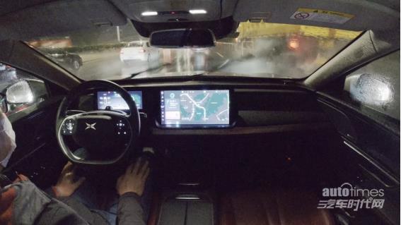 """下雨天依然""""我行我素"""" 小鹏汽车NGP具备超强全天候行驶实力"""