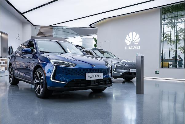 年轻人买新能源车怎样选?赛力斯华为智选SF5了解一下【轿车年代网】